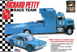 Dodge Ford - 1:24 - AMT - 1072 - amts1072 | The Diecast Company