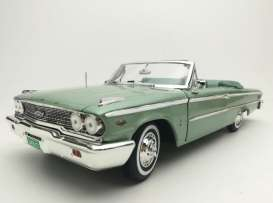Ford  - Galaxie 500 open convertible 1963 silver moss - 1:18 - SunStar - 1455 - sun1455 | The Diecast Company