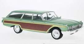 Ford  - Country Squire 1960 green - 1:18 - MCG - MCG18047 | The Diecast Company