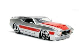 Ford  - Mustang Mach I V-spek 1973 silver/red - 1:24 - Jada Toys - jada99971s | The Diecast Company