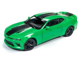 Chevrolet  - Camaro SS 2017 green/black - 1:18 - Auto World - AW244 | The Diecast Company