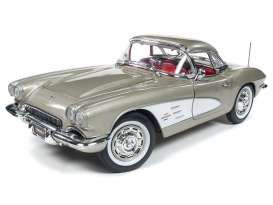 Chevrolet  - Corvette 1961 grey-silver - 1:18 - Auto World - AMM1151 | The Diecast Company