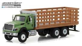 International  - WorkStar Platform Truck 2018 green/wood - 1:64 - GreenLight - 45040B - gl45040B | The Diecast Company