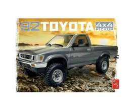 Toyota  - 4X4 Pick-up 1992  - 1:20 - AMT - s1082 - amts1082 | The Diecast Company
