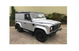 Land Rover  - Defender  silver/black roof - 1:18 - Universal Hobbies - UH3894 | The Diecast Company