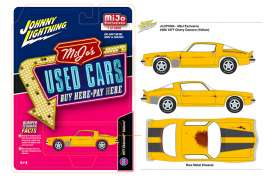 Chevrolet  - Camaro 1977 yellow/black - 1:64 - Johnny Lightning - cp7084 - jlcp7084 | The Diecast Company