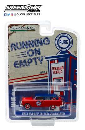 Chevrolet  - Sedan Delivery 1955 red/blue - 1:64 - GreenLight - 41070A - gl41070A | The Diecast Company