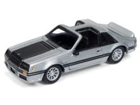 Ford  - Mustang 1982 silver/black - 1:64 - Johnny Lightning - SP038 - JLSP038 | The Diecast Company