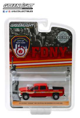 Chevrolet  - Silverado 2015 red - 1:64 - GreenLight - 30009 - gl30009 | The Diecast Company