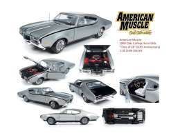 Oldsmobile  - Cutlass 1968 silver - 1:18 - Auto World - AMM1143 - AMM1143 | The Diecast Company