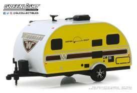 Winnebago  - 2017 yellow - 1:64 - GreenLight - 34060E - gl34060E | The Diecast Company