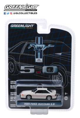 Ford  - Mustang 5.0 1989 white/red - 1:64 - GreenLight - 27970E - gl27970E | The Diecast Company