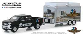 Chevrolet  - Silverado 2019 black/white - 1:64 - GreenLight - 30034 - gl30034 | The Diecast Company