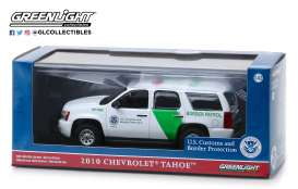 Chevrolet  - Tahoe 2010 white/green - 1:43 - GreenLight - 86163 - gl86163 | The Diecast Company