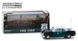 Ford  - 1949 black/green/white - 1:43 - GreenLight - 86165 - gl86165 | The Diecast Company
