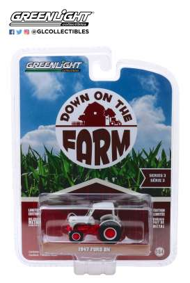 Ford  - 8N Tractor 1947 white/red - 1:64 - GreenLight - 48030A - gl48030A | The Diecast Company