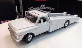 Chevrolet  - C-30 Ramp Truck 1967 white - 1:18 - Acme Diecast - 1801700 - acme1801700 | The Diecast Company