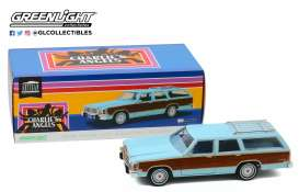 Ford  - LTD Country Squire 1979  - 1:18 - GreenLight - 19066 - gl19066 | The Diecast Company