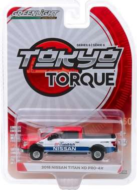 Nissan  - Titan XD Pro-4x 2018 white/blue/red - 1:64 - GreenLight - 47040E - gl47040E | The Diecast Company