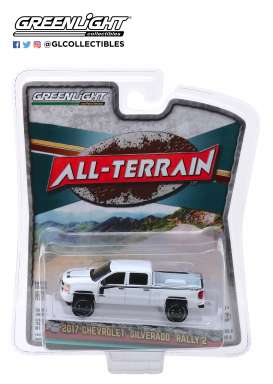 Chevrolet  - Silverado 2017 white/black - 1:64 - GreenLight - 35130E - gl35130E | The Diecast Company