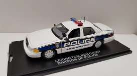 Ford  - white/blue - 1:43 - First Response - frfcv136 | The Diecast Company
