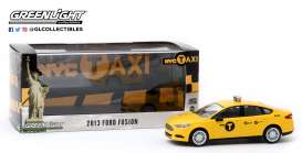 Ford  - Fusion 2013 yellow - 1:43 - GreenLight - 86170 - gl86170 | The Diecast Company