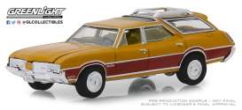 Oldsmobile  - Vista Cruiser 1970 nugget gold/wood - 1:64 - GreenLight - 29950C - gl29950C | The Diecast Company