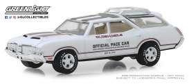 Oldsmobile  - Vista Cruiser 1970 white/silver - 1:64 - GreenLight - 30049 - gl30049 | The Diecast Company