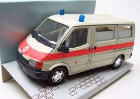 Ford  - Transit *Notarzt* creme/red - 1:35 - Schabak - post - schabakTransitartz | The Diecast Company