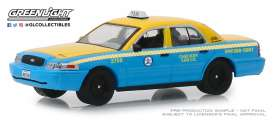 Ford  - Crown Victoria 2011 yellow/blue - 1:64 - GreenLight - 30055 - gl30055 | The Diecast Company