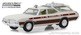 Oldsmobile  - Vista Cruiser 1970 white/red - 1:64 - GreenLight - 30066 - gl30066 | The Diecast Company