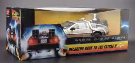 Delorean  - Back to the Future II 1983 stainless steel - 1:18 - SunStar - 2715 - sun2715 | The Diecast Company