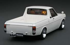 Nissan  - Sunny Truck Long white - 1:18 - Ignition - IG1433 - IG1433 | The Diecast Company