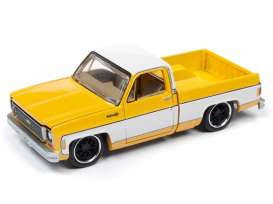 Chevrolet  - Cheyenne yellow/white - 1:64 - Auto World - SP023A - AWSP023A | The Diecast Company