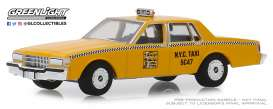 Chevrolet  - Caprice  1987 yellow - 1:64 - GreenLight - 30077 - gl30077 | The Diecast Company