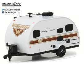 Winnebago  - 2017 white/woody graphics - 1:64 - GreenLight - 34030E - gl34030EGM | The Diecast Company