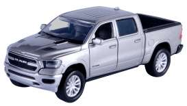 Ram  - 1500 Laramie Sport Crew Cab 2019 silver - 1:32 - Motor Max - 73679 - mmax73679s | The Diecast Company