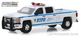 Chevrolet  - Silverado 2015 white/blue - 1:64 - GreenLight - 30093 - gl30093 | The Diecast Company