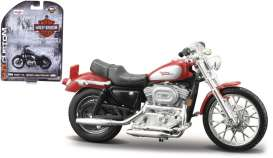 Harley Davidson  - 2002 red/silver - 1:24 - Maisto - 04166 - mai04166 | The Diecast Company