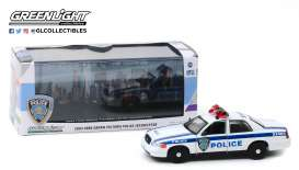 Ford  - Crown Victoria 2003 white/blue - 1:43 - GreenLight - 86569 - gl86569 | The Diecast Company
