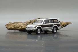 Mitsubishi  - 2nd generation Pajero 1996 silver/red - 1:64 - BM Creations - 64B0021 - BM64B0021 | The Diecast Company