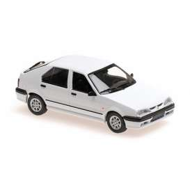 Renault  - 19 1995 white - 1:43 - Maxichamps - 940113700 - mc940113700 | The Diecast Company