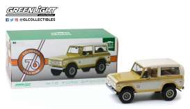 Ford  - Bronco 1976 gold/creme - 1:18 - GreenLight - 19071 - gl19071 | The Diecast Company