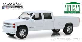 Chevrolet  - 3500 1997 white - 1:18 - GreenLight - 19072 - gl19072 | The Diecast Company