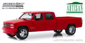 Chevrolet  - 3500 1997 red - 1:18 - GreenLight - 19073 - gl19073 | The Diecast Company