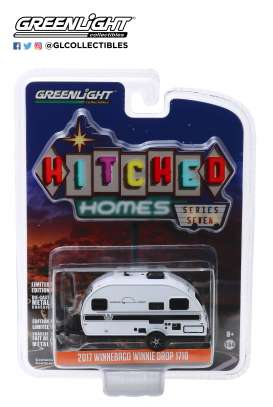 Winnebago  - 2017 white/black - 1:64 - GreenLight - 34070D - gl34070D | The Diecast Company