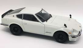 Nissan  - Fairlady Z S30 white - 1:18 - Kyosho - 8220wp - kyo8220w | The Diecast Company