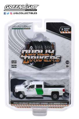 Chevrolet  - Silverado 2018 white/green - 1:64 - GreenLight - 46030B - gl46030B | The Diecast Company
