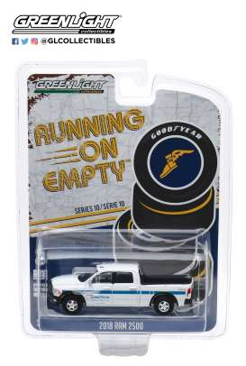 Ram  - 2500 2018 white/blue - 1:64 - GreenLight - 41100F - gl41100F | The Diecast Company
