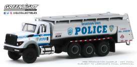 International  - WorkStar Tanker Truck 2018 white/grey/blue - 1:64 - GreenLight - 45090A - gl45090A | The Diecast Company